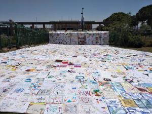 שטיח שלום מול הכנסת ביום האחדות