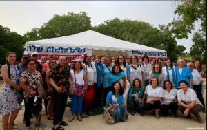 קבוצות מבקרות באוהל האמהות