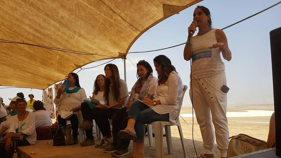 קרול גיליגן באוהל הגר ושרה במסע השלום 2017
