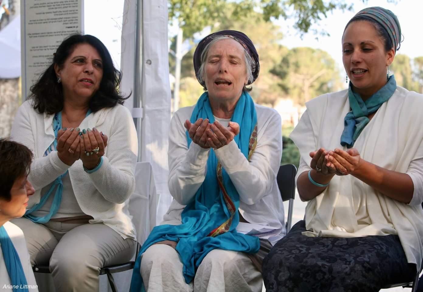 ג'ולייט קאוקג'י, הדסה פרומן וליאורה הדר באוהל